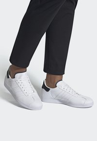 adidas Originals - GAZELLE - Trainers - white - 0