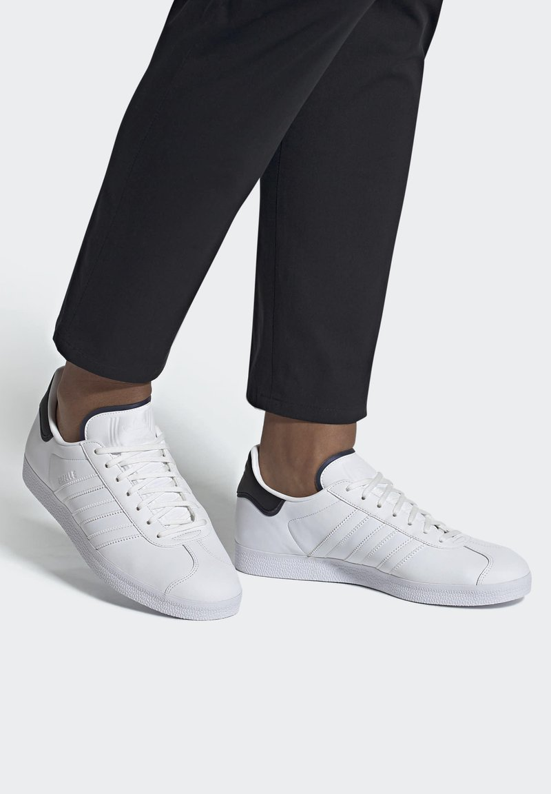 adidas Originals - GAZELLE - Trainers - white
