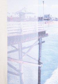 TOM TAILOR DENIM - WITH FOTOPRINT - Print T-shirt - soft beige solid - 7