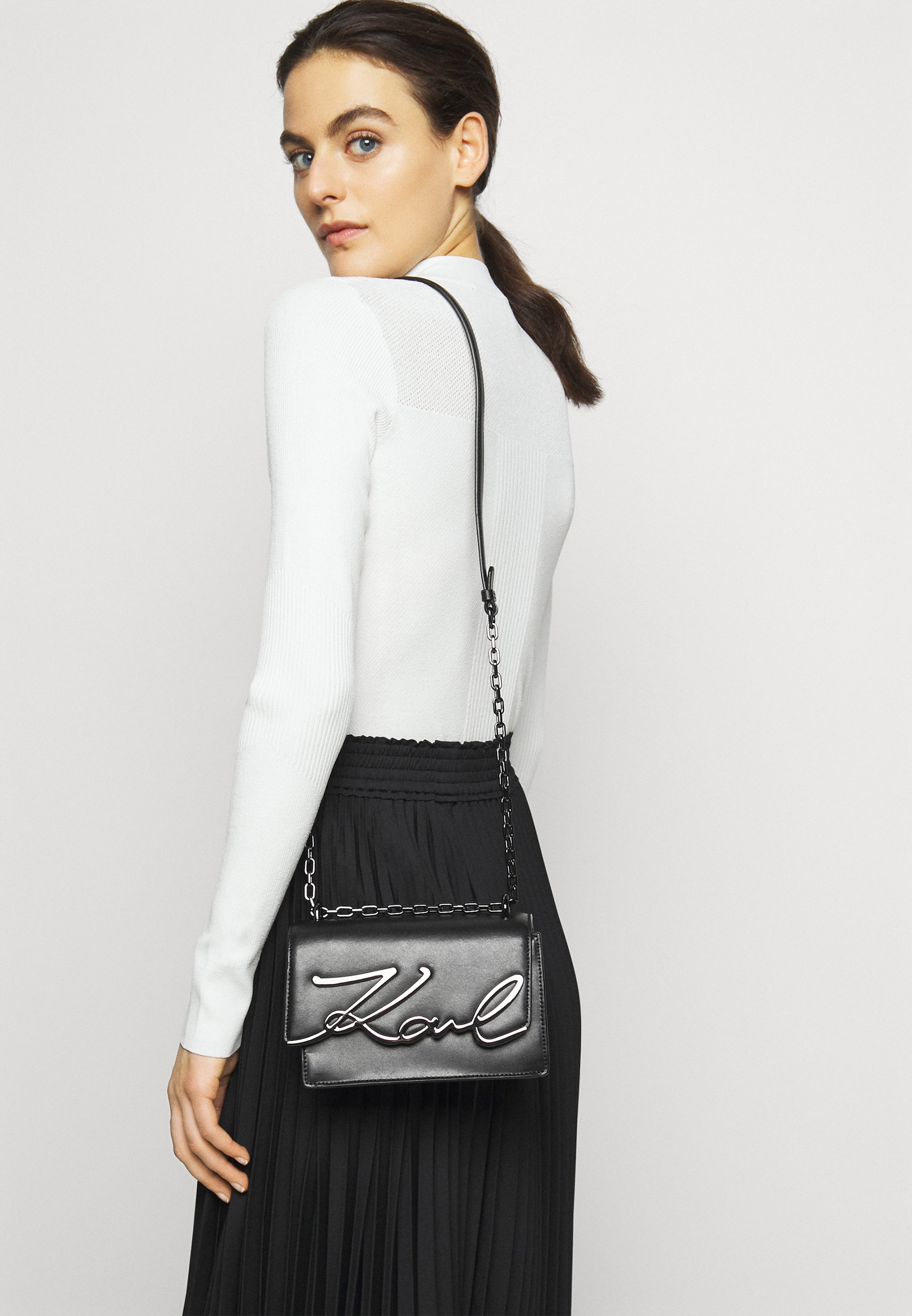 Women SIGNATURE SMALL SHOULDERBAG - Across body bag