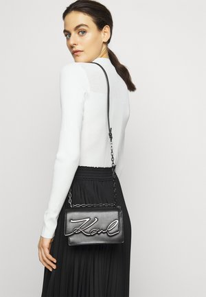 SIGNATURE SMALL SHOULDERBAG - Across body bag - black/gun metal