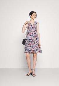 Lauren Ralph Lauren - ELNA SLEEVELESS DAY DRESS - Day dress - light navy/pink/multi - 1