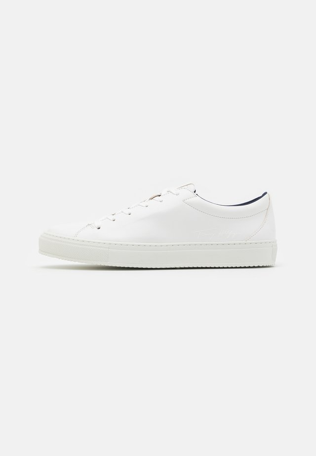 WASTE APPLESKIN CUPSOLE - Trainers - white