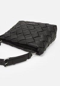 KARL LAGERFELD - KUSHION BRAID TOTE - Handbag - black - 4