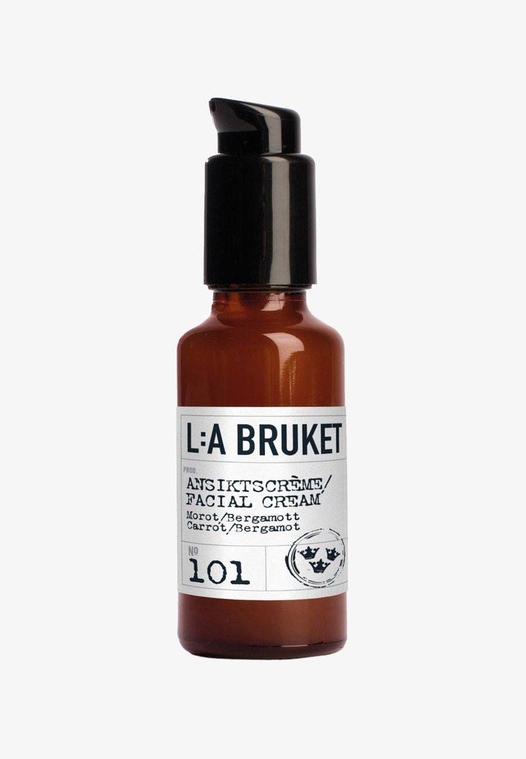 L:A Bruket - FACIAL CREAM LIGHT 50ML - Face cream - no.101 carrot/bergamot