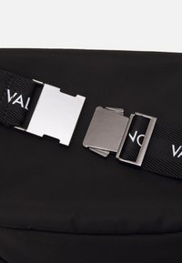 Valentino Bags - KYLO WAISTBAG - Bum bag - nero - 3