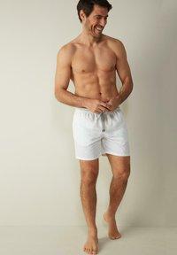Intimissimi - BOXER BADEHOSE - Swimming shorts - bianco - 1