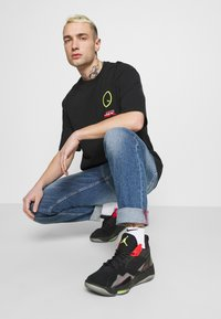 Jordan - TEE - Print T-shirt - black - 4