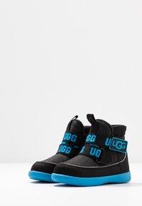 UGG - TABOR - Kotníkové boty - black - 3