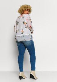 ONLY Carmakoma - CARMAYA SHAPE - Jeans Skinny Fit - light blue denim - 2