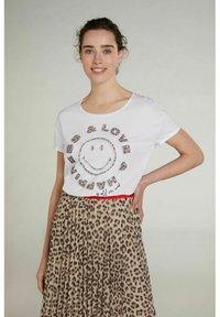 Oui - Print T-shirt - optic white - 0