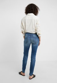 CLOSED - BAKER LONG - Jeans Slim Fit - mid blue - 2