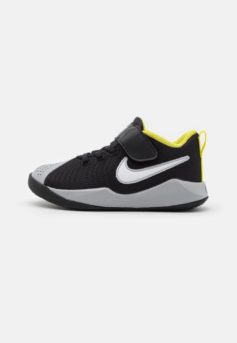 Nike Performance - TEAM HUSTLE QUICK 2 - Basketball shoes - black/white/light smoke grey/high voltage