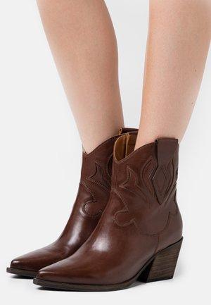 Cowboy/biker ankle boot - malaga noce