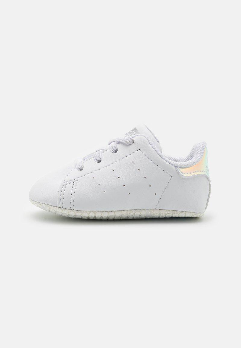 adidas Originals - STAN SMITH CRIB UNISEX - První boty - footwear white/silver metallic