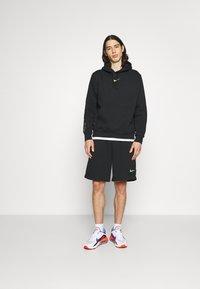 Nike Sportswear - ZIGZAG - Shorts - black - 1
