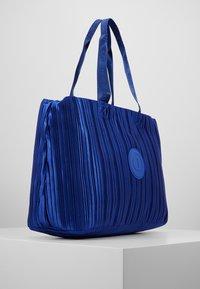 Desigual - DUFFLE BAG PLEATS BLUE - Sports bag - royal - 3