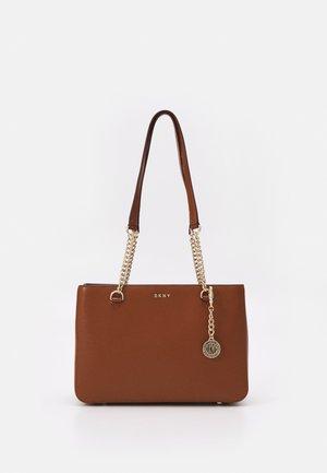 POLLY TOTE SUTTON - Handbag - caramel