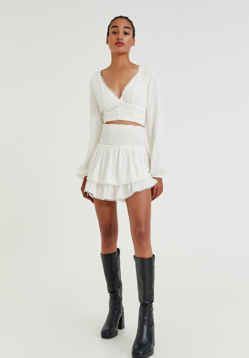 PULL&BEAR - MIT COLOUR-BLOCK - A-line skirt - white