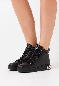Guess - REMMY - Sneakers hoog - black - 0