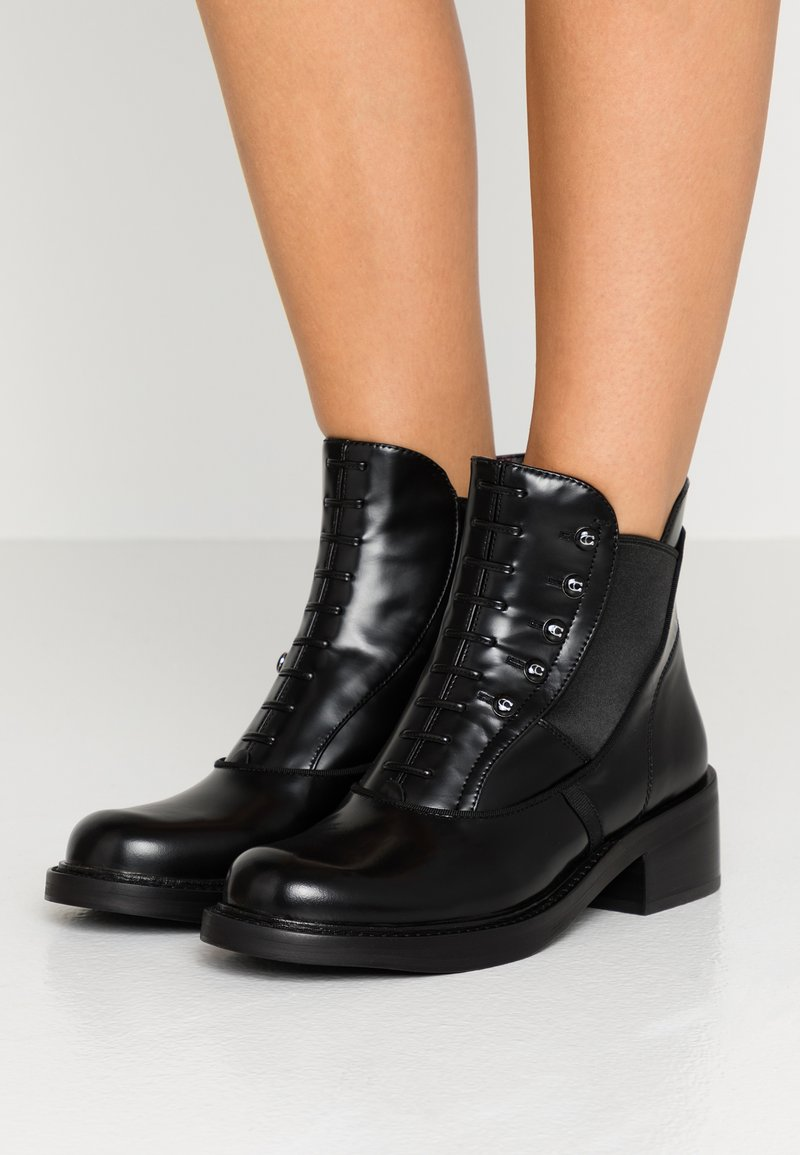Coach - COACH X TABITHA SIMMONS - Kotníkové boty - black