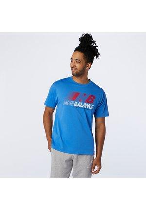 ESSENTIALS SPEED ACTION TEE - Print T-shirt - faded cobalt