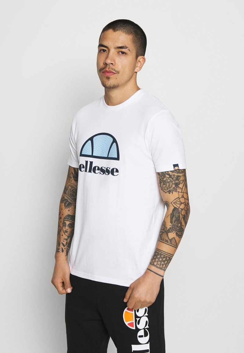 Ellesse - ALTERZI - T-shirt z nadrukiem - white