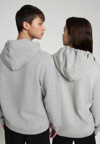 Napapijri - B-BOX HOODIE - Hoodie - medium grey melange - 3