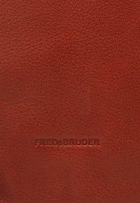 FREDsBRUDER - DAILY ZOOM - Handbag - whisky - 4