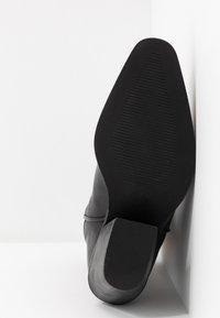 Vero Moda - VMASA BOOT - Cowboy/Biker boots - black - 6