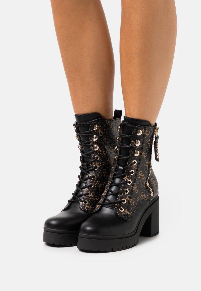 Guess - CABRA - Šněrovací kotníkové boty - brown/ocra
