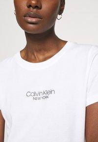 Calvin Klein - SLIM FIT 2 PACK - Triko spotiskem - bright white/mid grey heather - 6