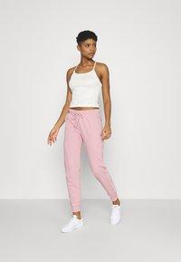 Nike Sportswear - AIR PANT - Verryttelyhousut - pink glaze - 1