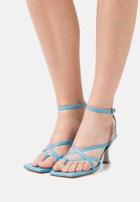 Billi Bi - T-bar sandals - clear blue - 0