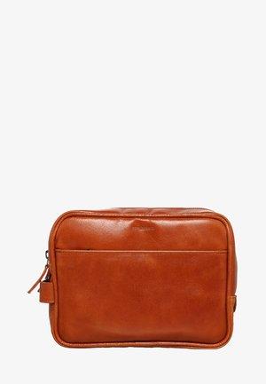 EXPLORER - Wash bag - cognac