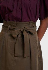 Great Plains London - BEAU BELT - Áčková sukně - dark olive - 4