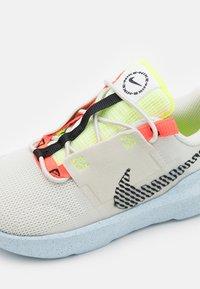 Nike Sportswear - CRATER IMPACT  - Zapatillas - light bone/black/stone/bright crimson/blue - 5