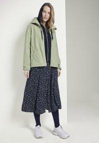 TOM TAILOR - MIT ABNEHMBARER KAPUZ - Outdoor jacket - light moor green - 1