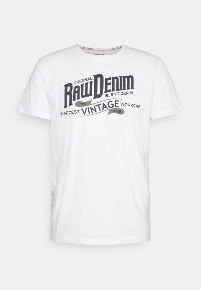 TEE - T-shirt z nadrukiem - bright white