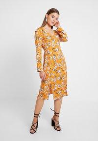 Even&Odd - Denní šaty - white/orange - 2