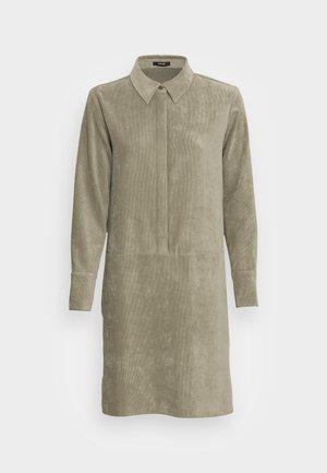 WUSIA - Denní šaty - soft moss