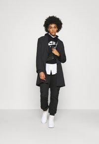 Nike Sportswear - AIR HOODIE - Kapuzenpullover - black/white - 1