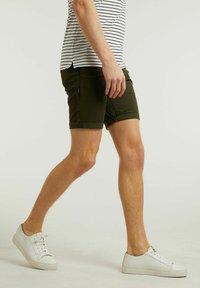 CHASIN' - Shorts - green - 2