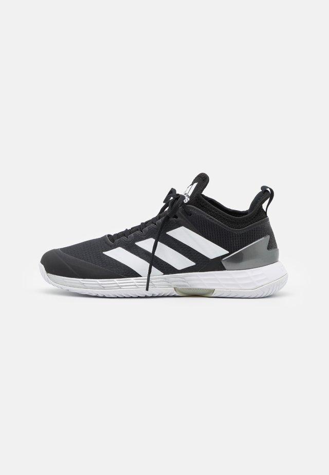 ADIZERO UBERSONIC 4 - Tennisschoenen voor alle ondergronden - core black/footwear white/silver metallic