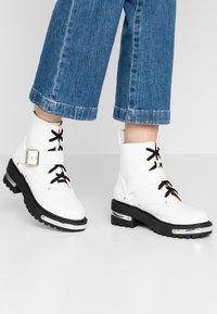 Missguided - DETAIL HIKING BOOT - Platåstøvletter - white - 0
