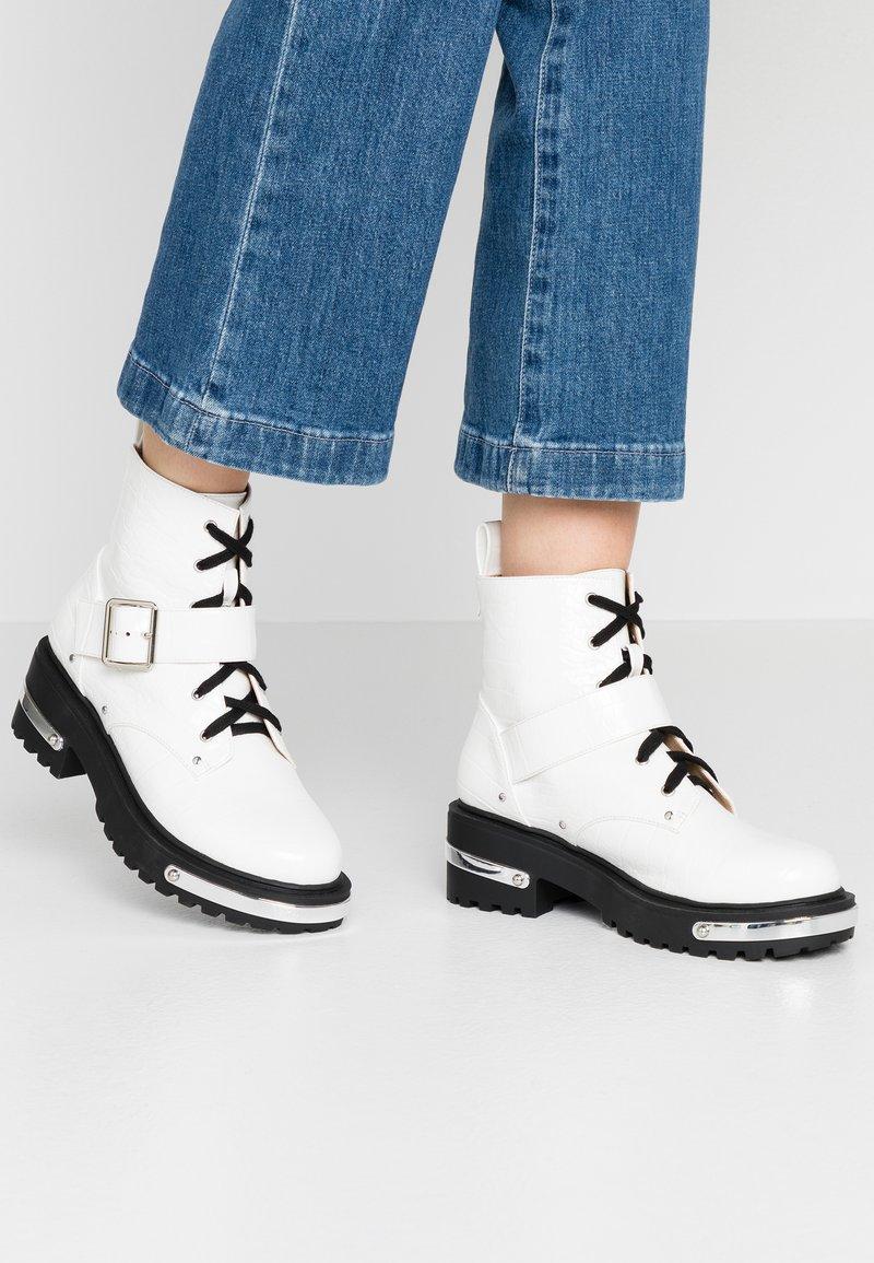 Missguided - DETAIL HIKING BOOT - Platåstøvletter - white