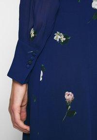 IVY & OAK - PRINTED DRESS - Vestito lungo - indigo - 4