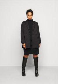 Vero Moda Curve - VMJAYDA SHORT DRESS BOO - Pouzdrové šaty - black - 1
