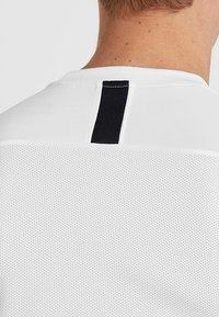 Nike Performance - DRY ACADEMY - Print T-shirt - white/black - 5