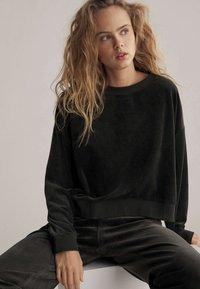 OYSHO - Sweatshirt - black - 5